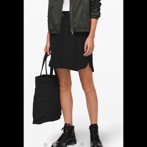 NWOT Lululemon on the fly black skirt